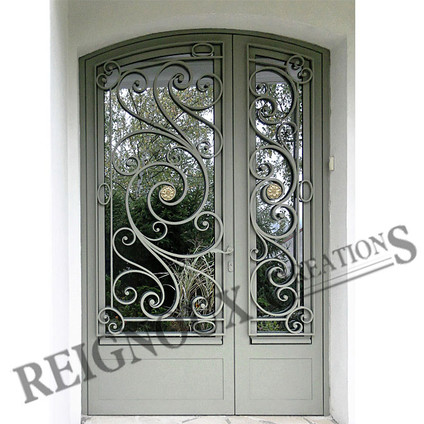 Porte fer forg menuiserie for Decoration des portes en fer