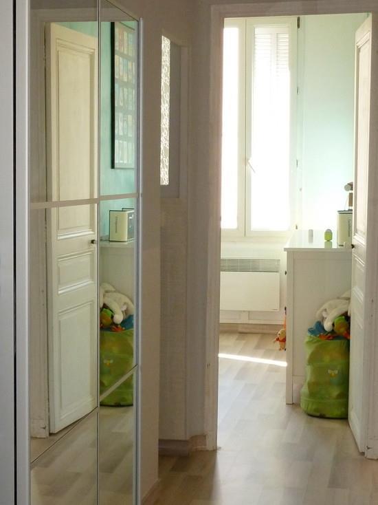 Miroir couloir moderne menuiserie for Couloir moderne