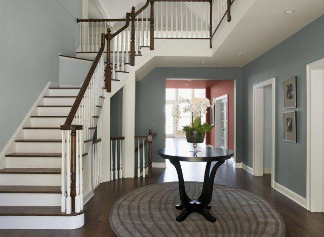 Décoration entrée de maison avec escalier - Menuiserie