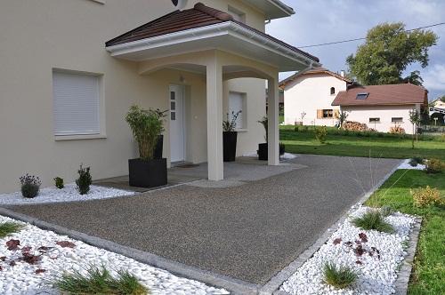 Modele d entree exterieur de maison menuiserie for Plan amenagement exterieur maison