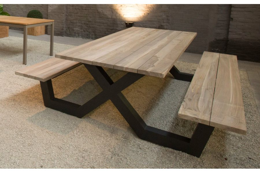 table exterieur bois massif with table exterieur bois massif top charming table en bois. Black Bedroom Furniture Sets. Home Design Ideas