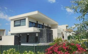 Plan maison moderne tage menuiserie for Modele villa basse moderne