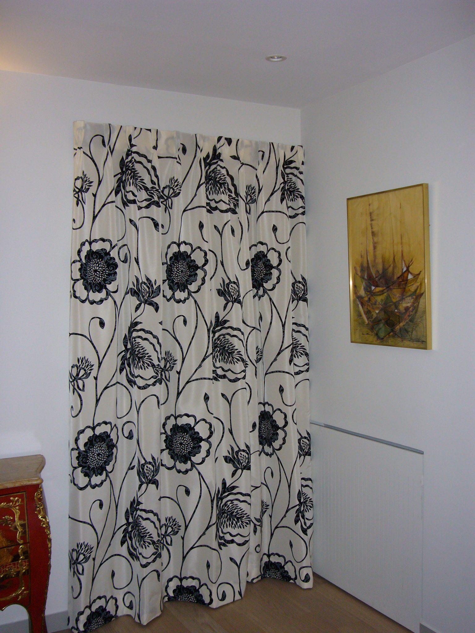 cache porte d entr e menuiserie. Black Bedroom Furniture Sets. Home Design Ideas