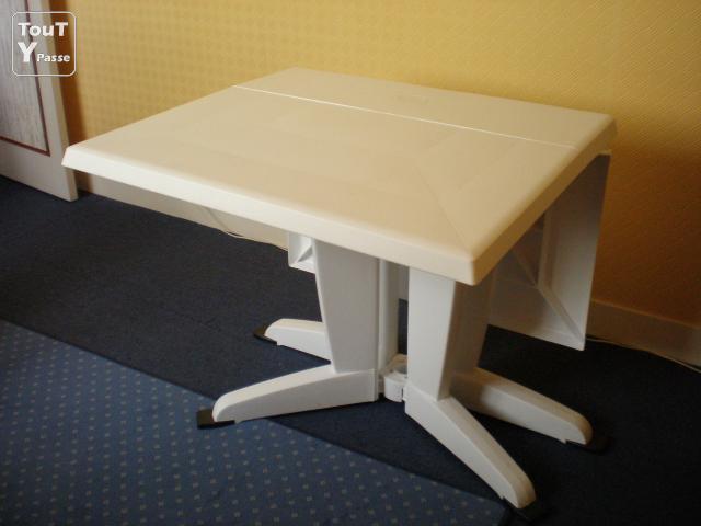 Table de jardin plastique pliante - Menuiserie