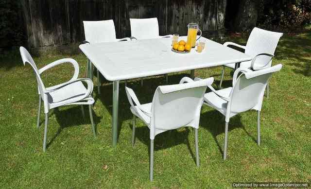 Table en plastique de jardin - Menuiserie